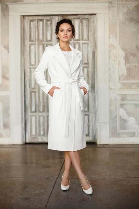 Свадебное пальто прямого кроя с кушаком и карманами