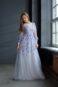 Легкое длинное платье с длинными рукавами