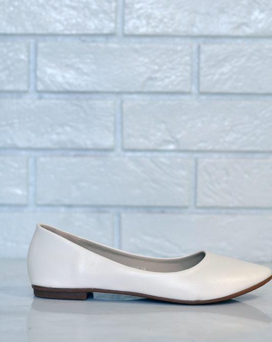 Удобные, красивые и простые свадебные туфли на низком каблуке.