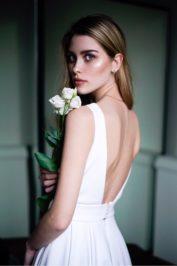 Свадебное платье с открытой спиной и широкой юбкой ТП 13-16-10С