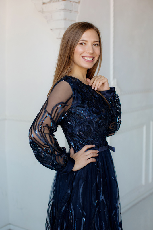 Вечернее платье в пол с длинным рукавом, расшито пайетками