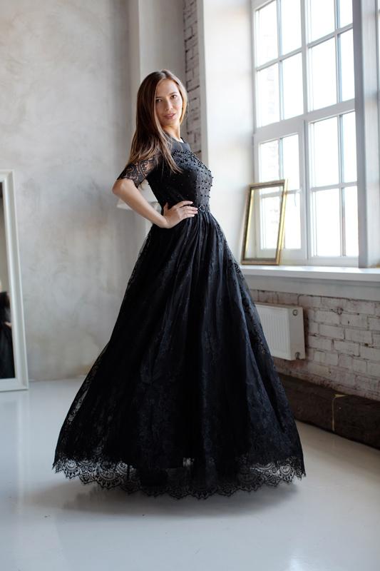 Черное кружевное вечернее платье с рукавом 3/4 и пышной юбкой