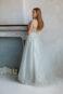 Вечернее платье в пол с фатиновой юбкой и кружевным верхом.