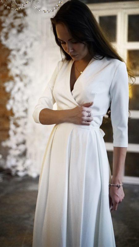 Прямое свадебное платье с длинным рукавом белое