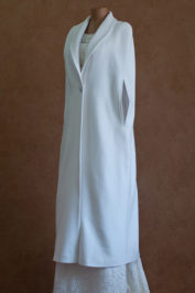 Длинное свадебное пальто без рукавов